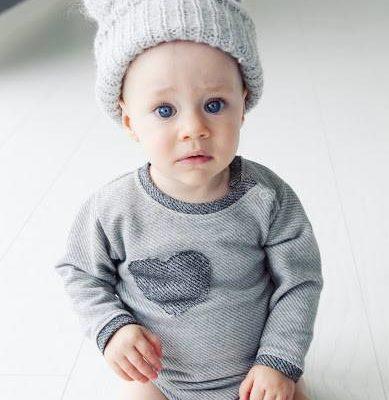Body dla niemowlaka z serduszkiem.